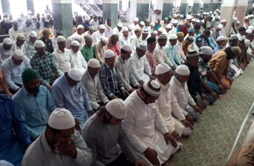 Ramadan Mubarak : रहमत और बरकत का माहे रमजान हुआ शुरू, उदयपुर में रोजेदारों ने रोजा रख की इबादत