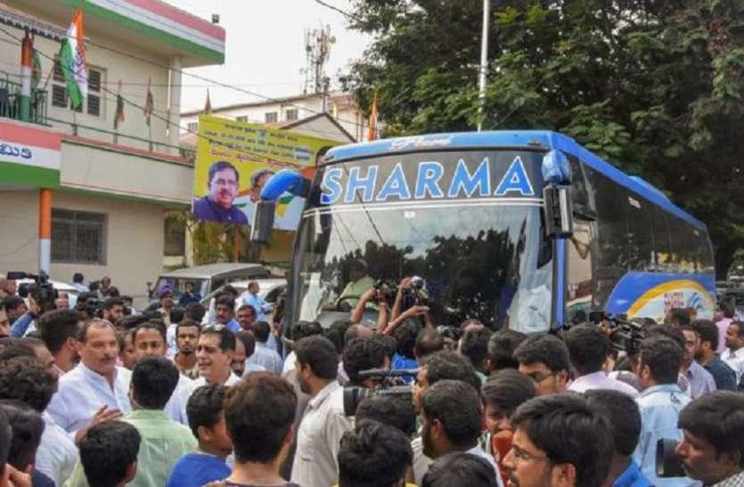 कर्नाटक: कांग्रेस और जेडीएस को अपने विधायकों से ज्यादा 'शर्मा जी' की बस पर क्यों है भरोसा