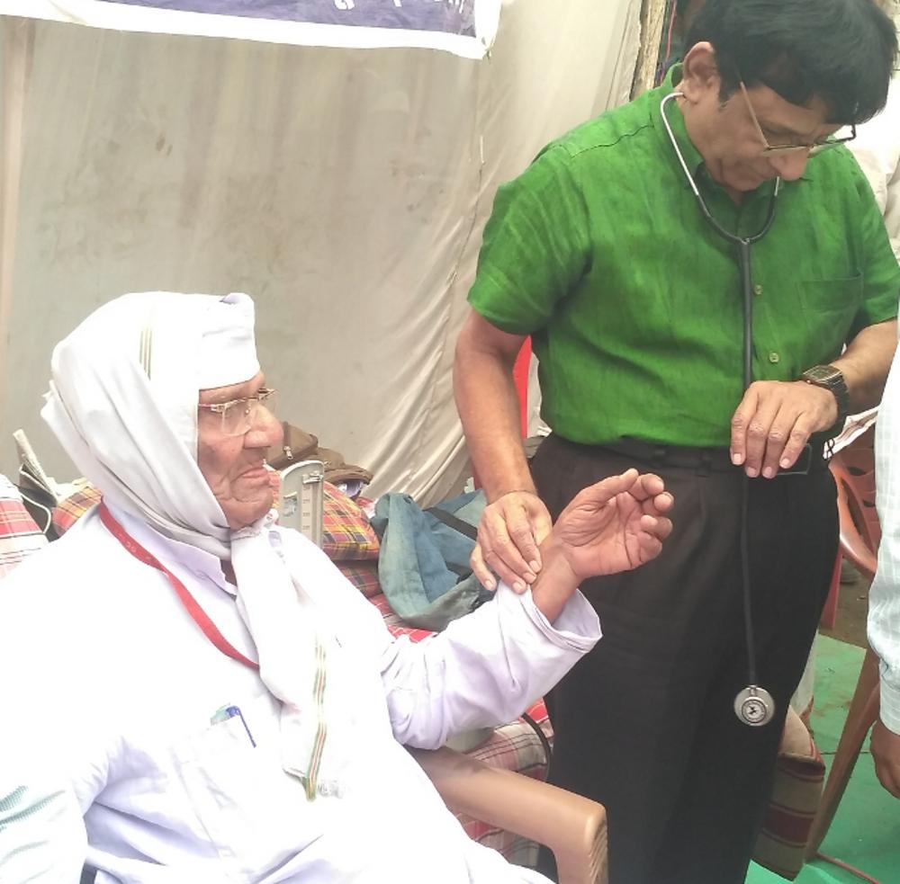बिगडऩे लगी भूख हड़ताल पर बैठे स्वतंत्रता संग्राम सेनानी की सेहत