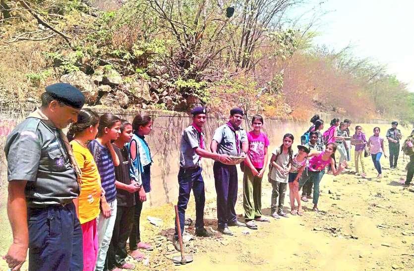 Amritam Jalam Campaign: बढ़ रहा सफाई का कारवां, स्काउट-गाइड एवं रोवर्स-रेंजर्स ने मदार नहर में किया श्रमदान