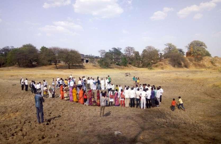 नदी को प्रवाहमान बनाने के लिए ग्रामीणों का प्रयास सराहनीय