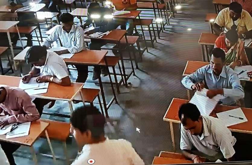 बड़ा खुलासा: इस विश्वविद्यालय की सेमेस्टर परीक्षा में केंद्र से बाहर लिखी जा रही कॉपी