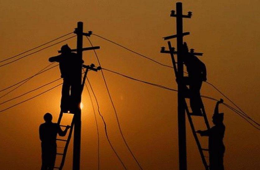 बिजली का तार चोरी करने आए युवक को मारा करंट, मौके पर ही मौत