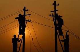 लाइट बंद होते ही भड़के लोग, बिजली ऑफिस में बलवा, ऑपरेटर का पीटकर कर दिया ये हाल...