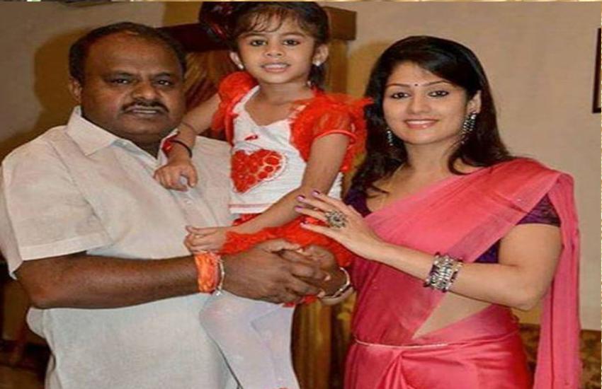 कर्नाटक के भावी सीएम की पत्नी: बॉलीवुड अभिनेत्रियों से कम नहीं, 6 साल तक छिपाई शादी की बात