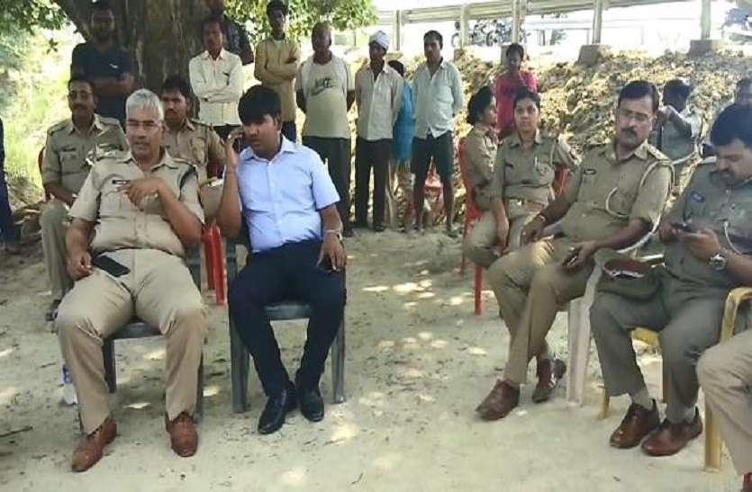 अंबेडकर प्रतिमा टूटने पर आजमगढ़ में बवाल, तनाव पूर्ण माहौल में अधिकारी और पुलिस फोर्स तैनात