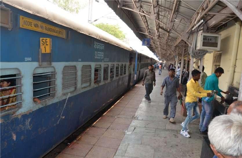 रेलवे की पहल: खाली बोतल भरेगी मोबाइल फोन में फ्री टॉकटाइम