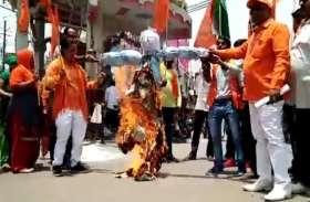 पाकिस्तान का पुतला जलाकर लोगों ने कर दी ये बड़ी मांग,देखें वीडियो