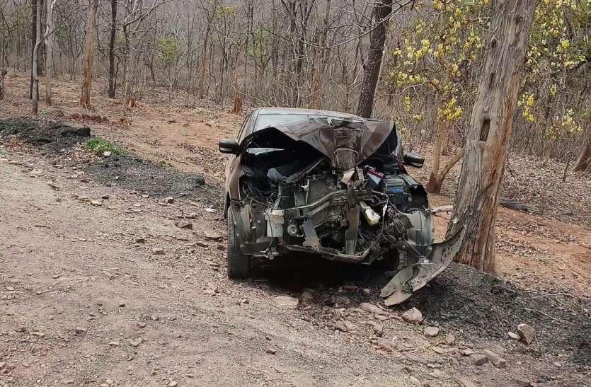 सतघटिया पर पेड़ टकराई कार, एक की मौत, चार घायल