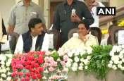 कुमारस्वामी के मंच पर मिले राजनीतिक धुर विरोधी, मायावती-अखिलेश में हुई 45 मिनट चर्चा