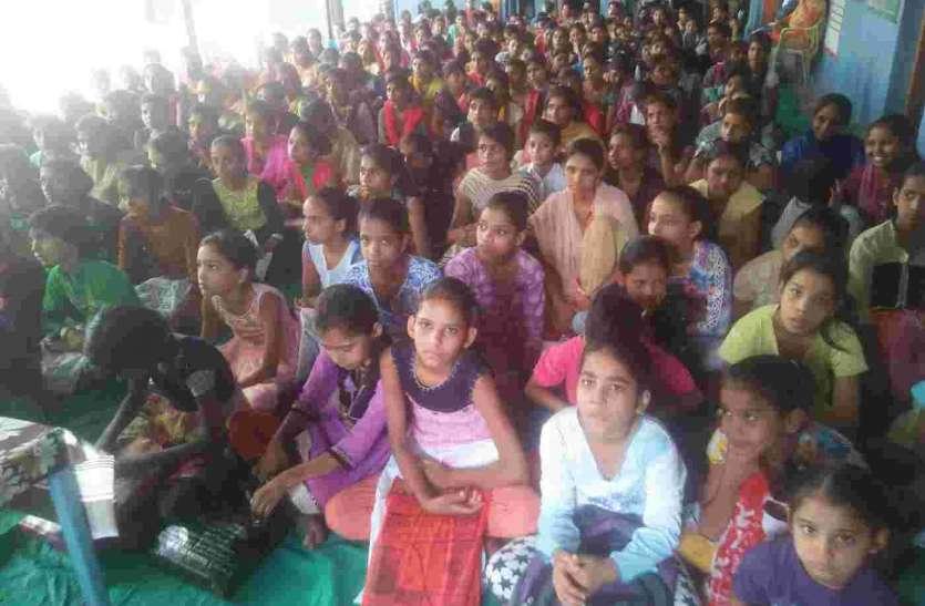 55 अभिरूचि एवं कौशल विकास प्रशिक्षण शिविर में सीखे हुनर को जीवन में अपनाएं - कुलराज मीणा