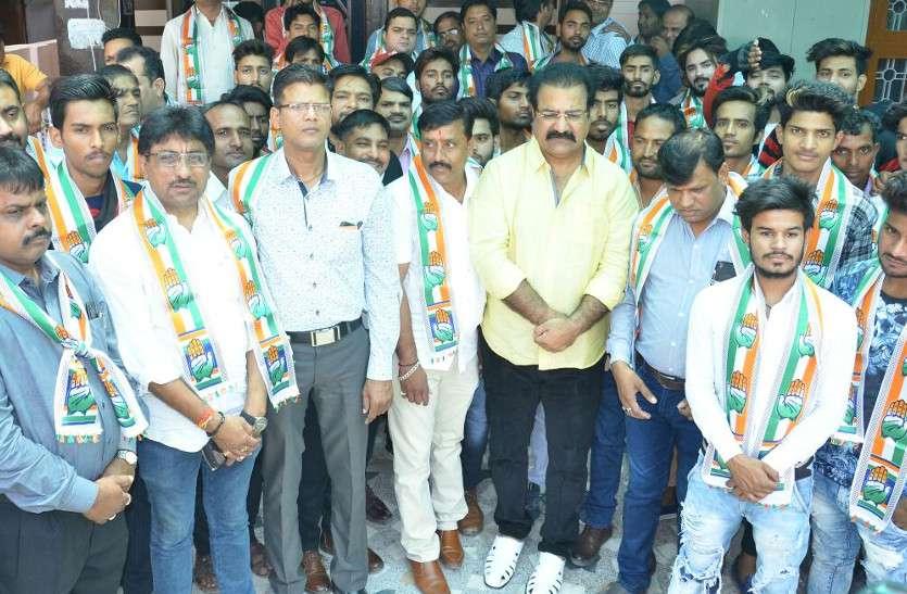 राजस्थान में अब BJP के कई नेताओं सहित 100 से ज़्यादा कार्यकर्ताओं ने थामा कांग्रेस का दामन