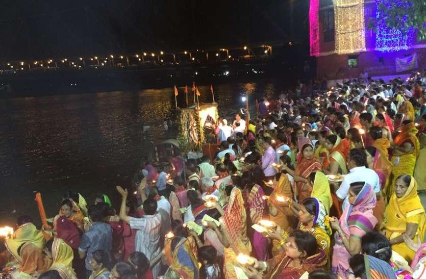 गंगा दशहरा पर 1100 दीपों से गंगा आरती