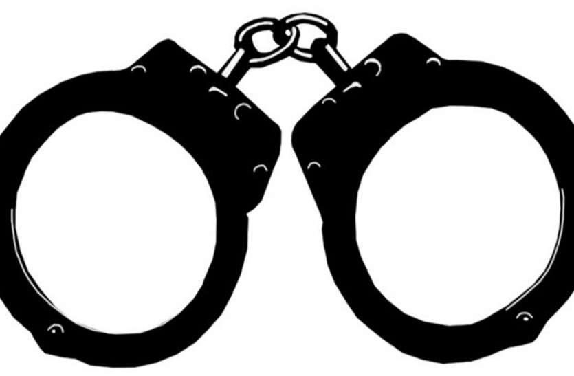 संयुक्त निदेशक व सहायक डेढ़ लाख की घूस लेते गिरफ्तार