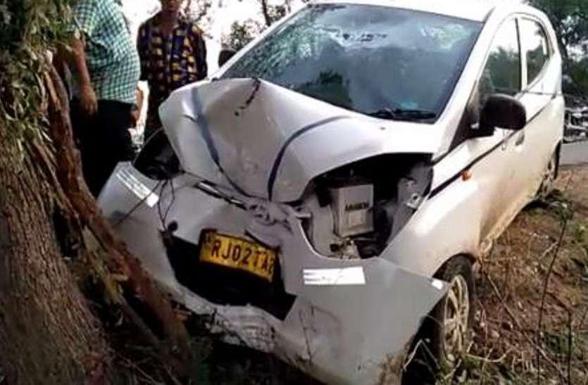 दर्दनाक हादसा : सतघटिया में पेड़ से टकराई कार, एक की मौत, चार घायल