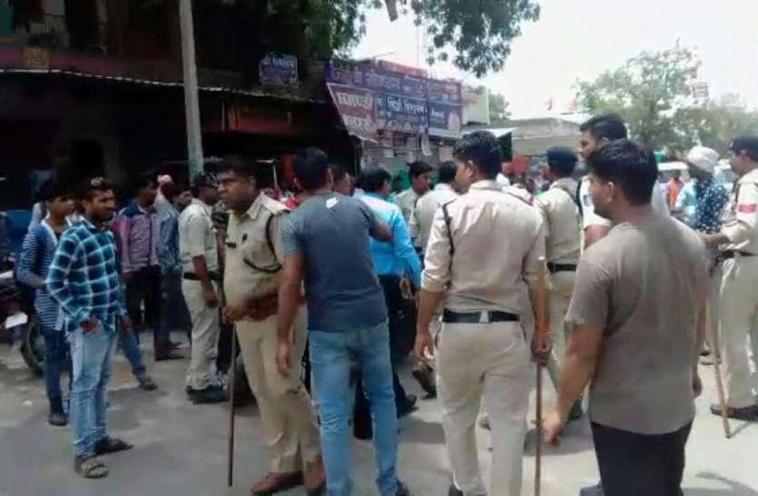 बंद के दौरान पुलिस ने किया बल प्रयोग, बंद कराने वालों को खदेड़ा