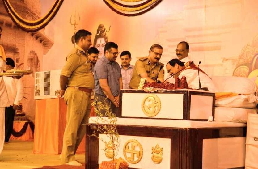 श्रीरामकथा: अंतिम दिन पूज्य महाराज जी ने भगवान श्रीराम के राज्यभिषेक की पावन कथा सुनायी