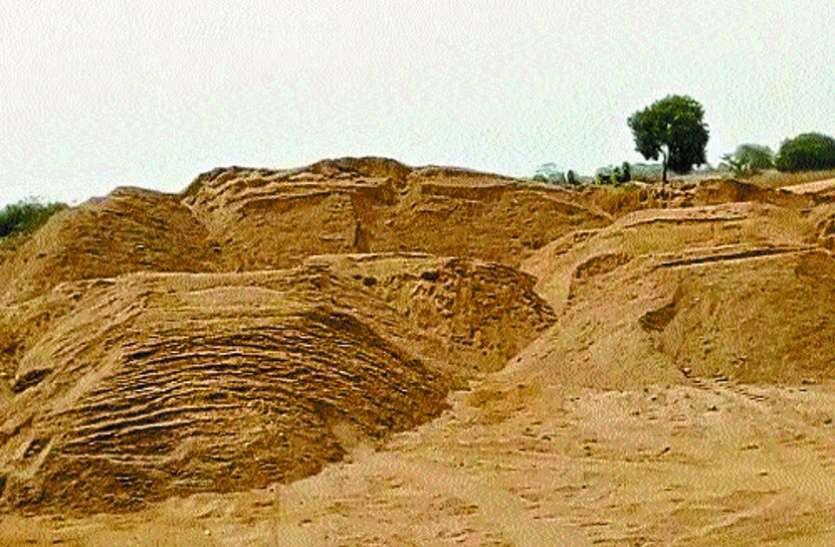 ग्रामीणों ने रेत खदान में देर रात की सर्जिकल स्ट्राइक, मच गया हंगामा