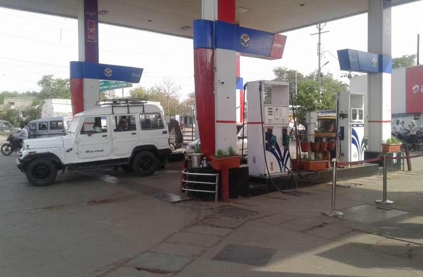 पेट्रोल-डीजल 25 रुपए तक सरकार घटा सकती है कीमत