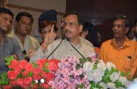 उपमुख्यमंत्री डॉ. दिनेश शर्मा ने कहा-अंग्रेज तमंचे से नहीं, लेखक से डरते थे, देखें वीडियो