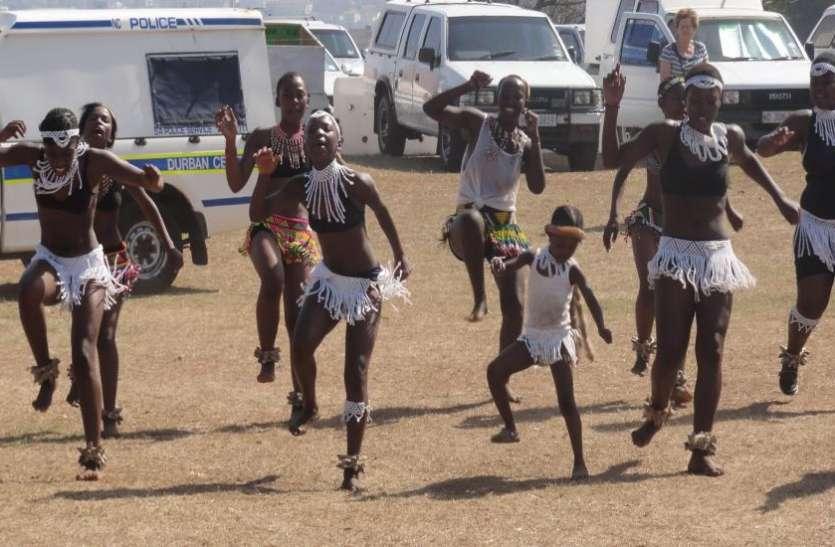 साउथ अफ्रीका में स्कूली लड़कियों ने बिना कपड़े पहने किया डांस, वीडियो वायरल