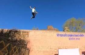 मिलिए अलवर के सुपरमैन राहुल से, पहाड़ों पर ऐसे लगाते हैं छलांग, जानकर आप भी दांतो तले अंगुलियां दबा लेंगे