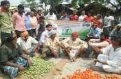 गांव बंद किसान आंदोलन के समर्थन में चला संपर्क अभियान, 5 को मंडी के बहिष्कार का ऐलान, देखें तस्वीरों  में...