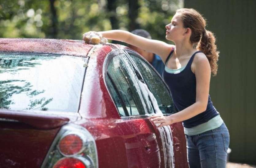 कार साफ करते वक्त ये छोटी सी गलती पड़ सकती है भारी, आज ही जान लें