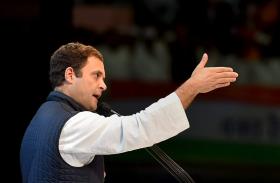 पीएम मोदी के इंटरव्यू पर हमलावर हुई कांग्रेस, राहुल बोले- पहले से ही तय होते हैं सवाल-जवाब
