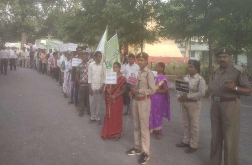 वनकर्मियों ने रैली निकाल पर्यावरण सरंक्षण का दिया संदेश, प्लास्टिक के उपयोग पर दूरी बनाए रखने लिया संकल्प