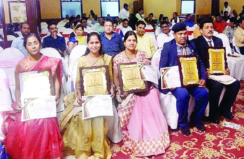 अक्षय शिक्षा अलंकरण समारोह : प्रदेश के 11 श्रेष्ठ शिक्षकों का किया गया सम्मान