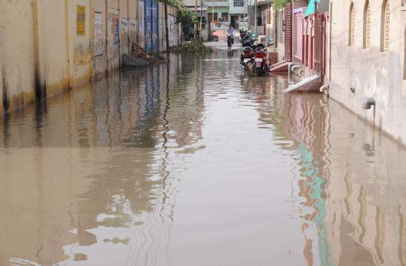 मामूली बरसात होते ही परिषद की व्यवस्थाएं फेल