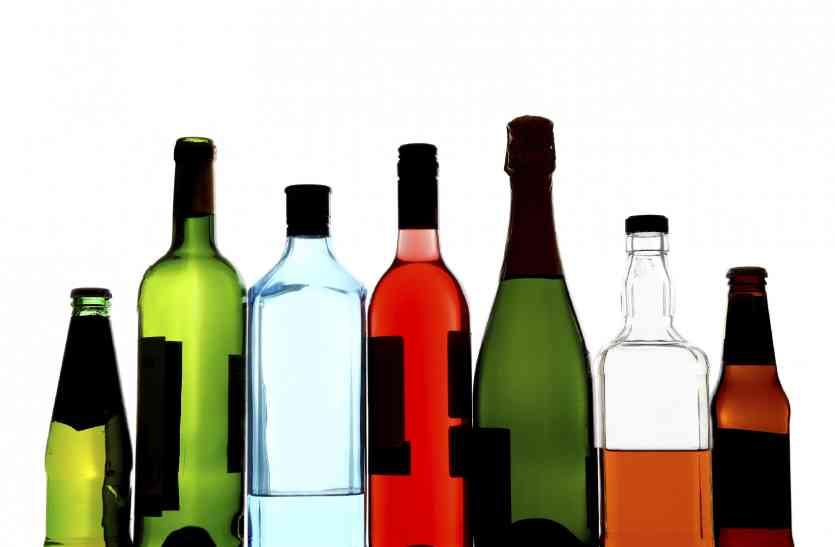 गोवा में बनी ३० लाख कीमत की महंगी शराब आबकारी ने पकड़ी
