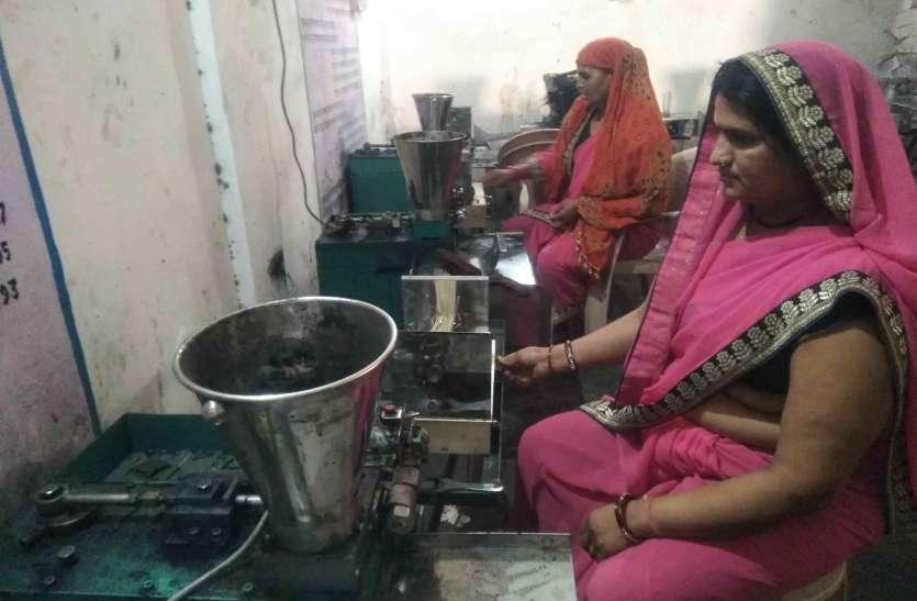 अगरबत्ती से महक रहा महिलाओं का जीवन