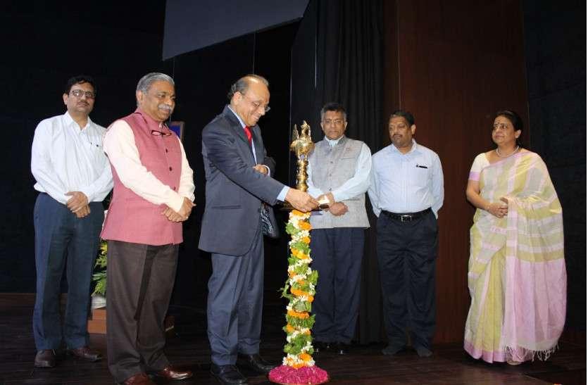 समारोह पूर्वक मनाया विश्वविद्यालय का स्थापना दिवस, सफलता की कहानी का भी किया जिक्र