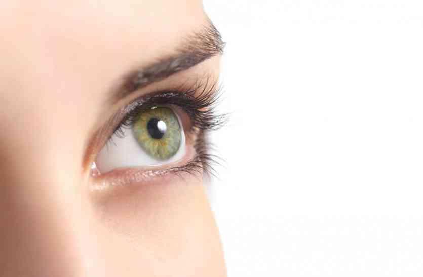 आंखों को पूरी तरह बर्बाद कर देती हैं ये गलतियां, जो आप डेली करते है, कहीं पछताना न पड़े आपको...