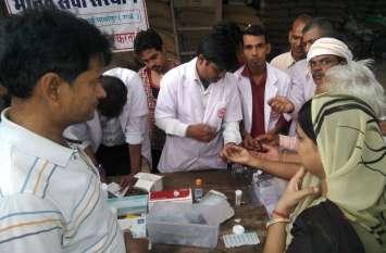 गंगापुरसिटी में आयोजित कैम्प में की लोगों के स्वास्थ्य की जांच