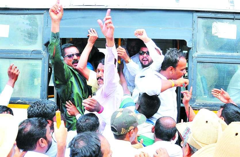कई दिग्गज मंत्री पद पाने से चूके, उपेक्षा से कांग्रेस में बढ़ी नाराजगी