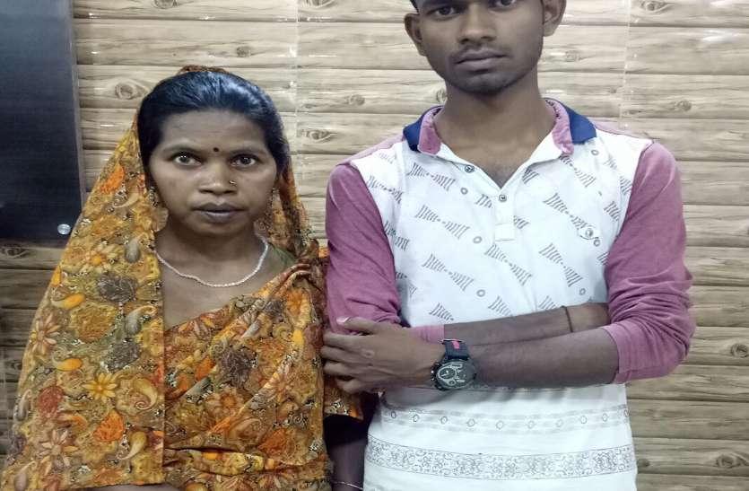 पति की मौत के सदमे में छोड़ दिया था घर, 15 साल बाद त्रिवेंद्रम में मिली तो मां से लिपटकर रोया बेटा