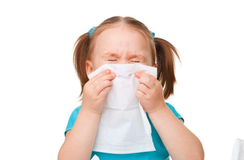 बच्चे को महीने में दो बार से ज्यादा एलर्जी-खांसी होना अस्थमा का संकेत