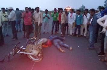 Breaking : ट्रक की टक्कर से हवा में उछलकर सिर के बल सड़क पर गिरे 3 युवक, 2 की दर्दनाक मौत