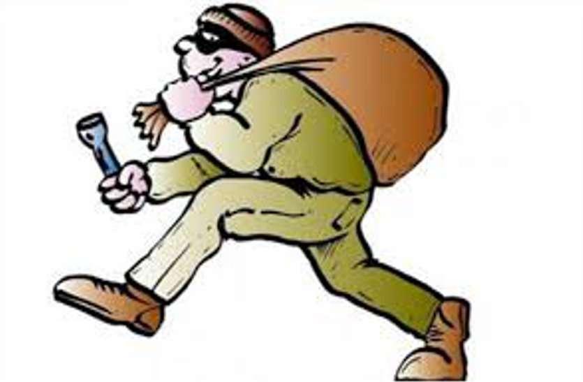 चोरों के हौसले बुलंद, चार लाख के कीटनाशक उड़ाए