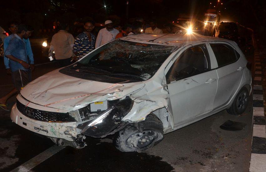 मयूर अस्पताल के पास रिंगरोड पर एक तेज रफ्तार कार ने पहले ऑटो को फिर एक बाइक सवार को टक्कर मार कर घायल कर दिया