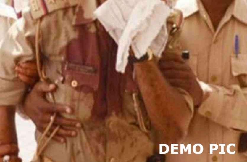 BREAKING: प्रतापगढ़ में दबिश देने गए दरोगा वजीउल्ला खां को दौड़ा-दौड़ाकर पीटा, इलाहाबाद रेफर