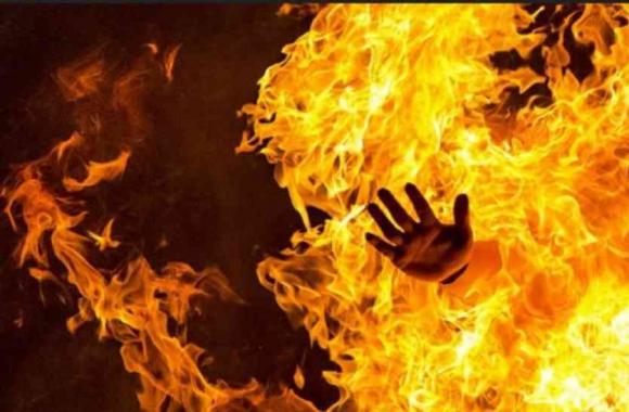 कटिहार:जमीनी विवाद के चलते परिवार को कमरे में बंद कर किया आग के हवाले,दो बच्चों की मौत