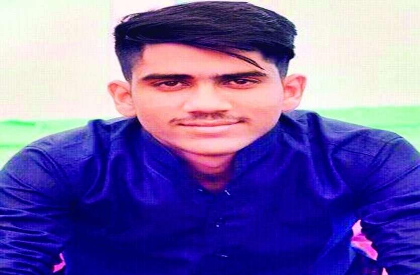 मॉल से लौट रहे छात्र को तेज रफ्तार मैजिक ने कुचला, मौत
