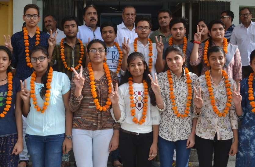 RBSE 10th Result : अलवर में 10वीं कक्षा का कुल इतना रहा परिणाम, जानिए बेटे-बेटियों में किसने मारी बाजी