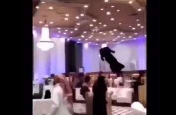 किसी हाॅरर फिल्म के सीन जैसा था सऊदी अरब का ये फैशन शो, देखकर हो जाएंगे हैरान