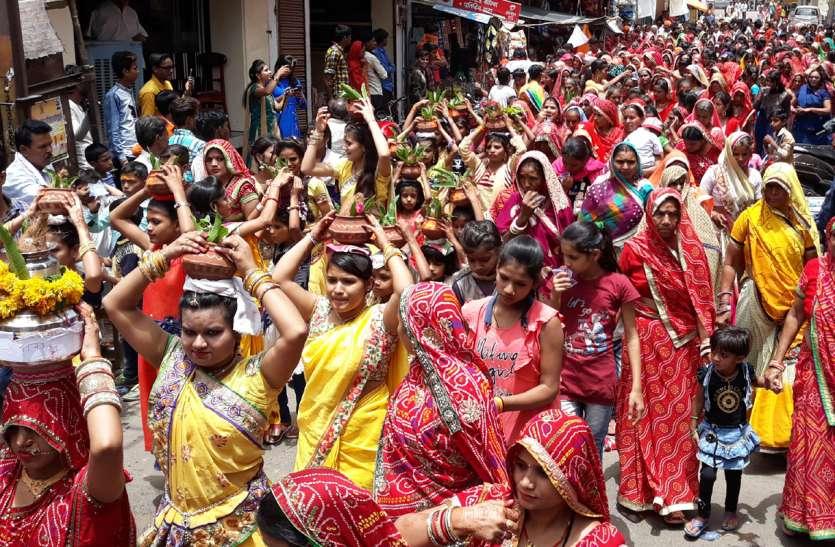 राधा-कृष्ण की प्राण प्रतिष्ठा के लिए निकली शोभायात्रा