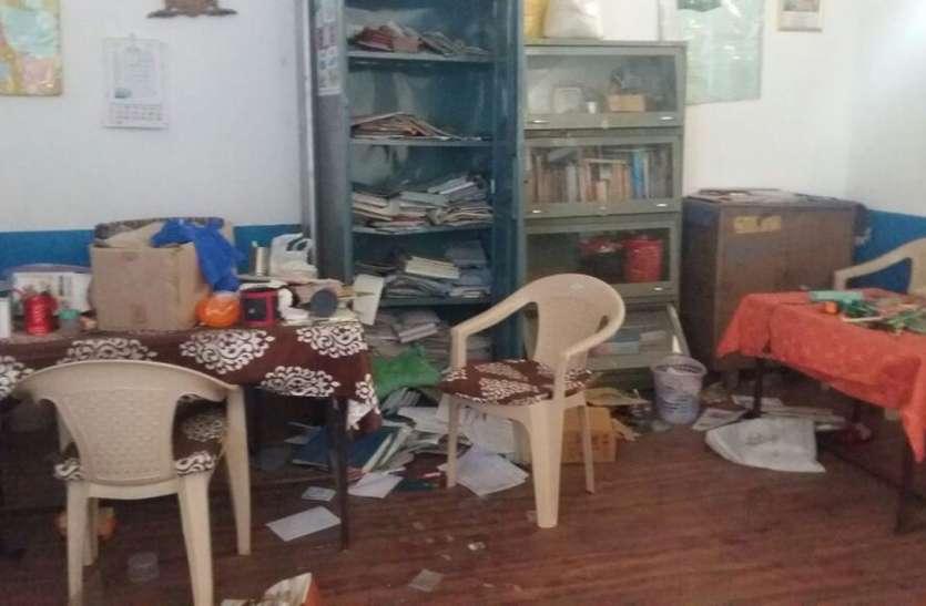 उदयपुर के इस बंद स्कूल में घुसा चोर, अचानक पहुंची प्रधानाध्यापिका और फिर जो हुआ वो कोई सोच भी नहीं सकता…
